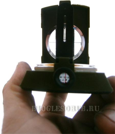 компас со смотровыми планками