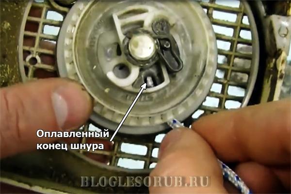продеваем конец шнура в шкив фото