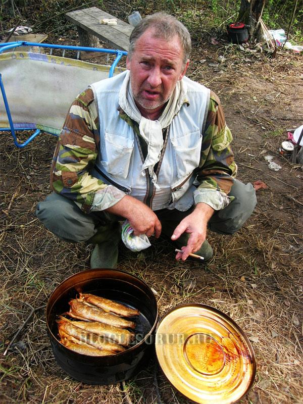 Сергей-Коноплев-с-коптильней фото
